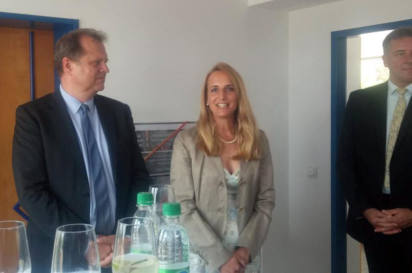 Peter Ramsauer gratuliert zur Eröffnung der Roland Richter Akademie in Freilassing